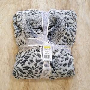 Vine Plush Gray Robe